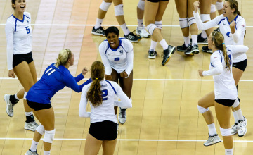 Creighton's collective effort overwhelms Arkansas at Creighton Classic