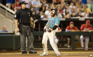 Coastal Carolina holds off Arizona to force winner-take-all Game 3