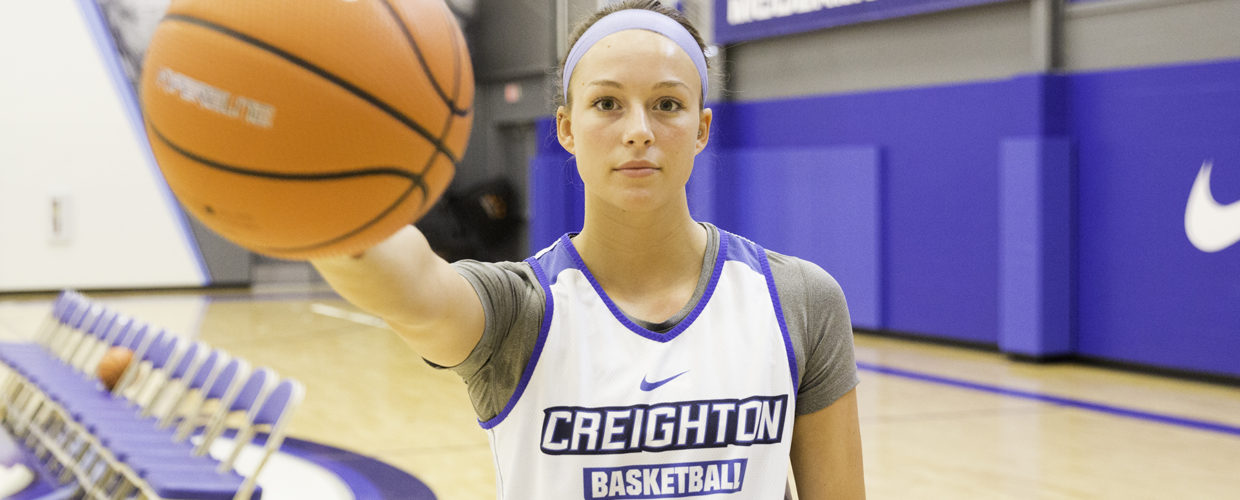 Late fourth quarter push helps Creighton put away the Musketeers
